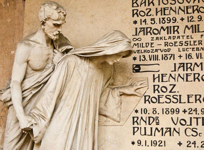 Uma das tantas esculturas lindíssimas do cemitério