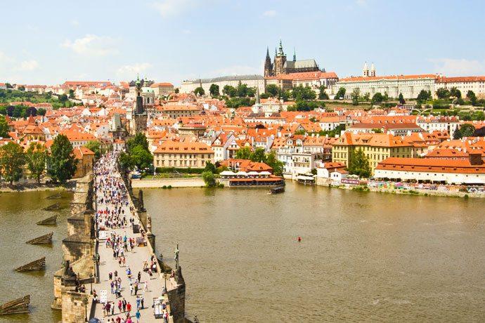 Torre da Ponte Carlos com vista para o Castelo de Praga