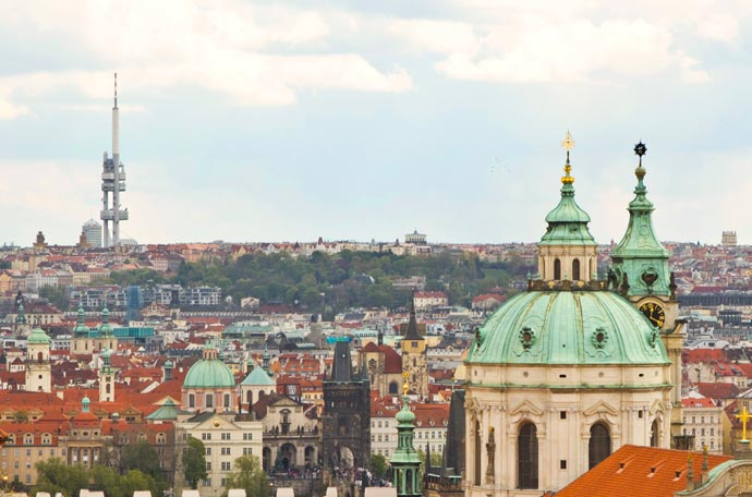 A torre Zizkov vista desde o Castelo de Praga