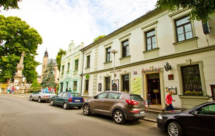 Hotel U Růže, vizinho do Ossuário de Sedlec, em Kutná Hora