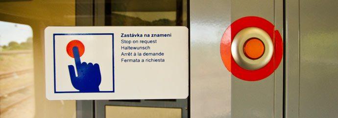 Botão de parada do trem municipal em Kutná Hora