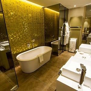 O melhor hotel de Praga em 2017: o banheiro da suíte do BoHo