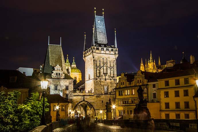 Ponte Carlos, em Praga: torres da Malá Strana
