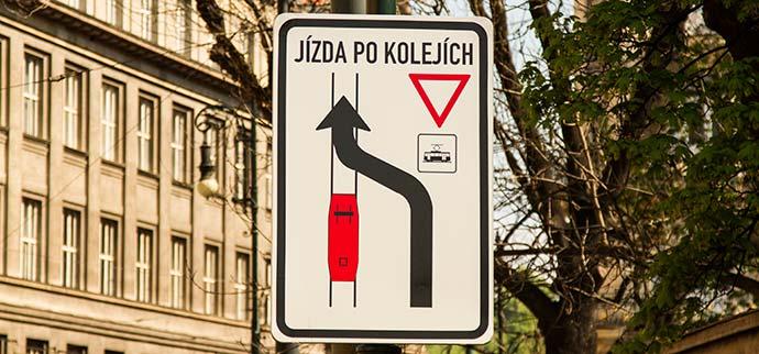 Como dirigir na República Tcheca: placas de trânsito