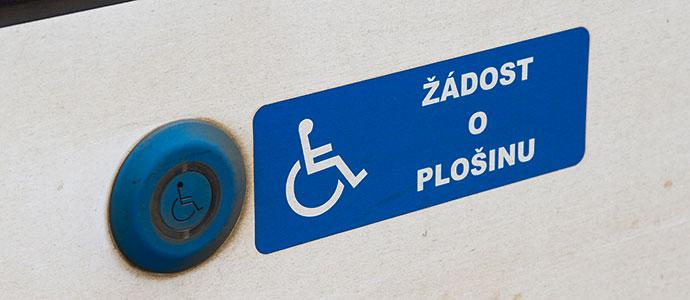 Transporte em Praga: botão de acesso para cadeirantes