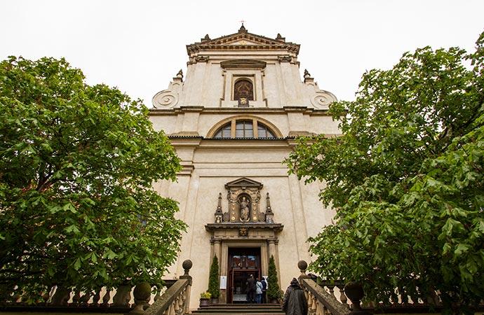 Menino Jesus de Praga: fachada da igreja